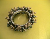 Green and Gold Glass Pearl Cha-Cha Bracelet
