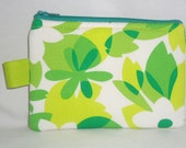 Retro Floral Medium Padded  Zippered Pouch --- Green (Camera / IPod / Cell Phone Case)