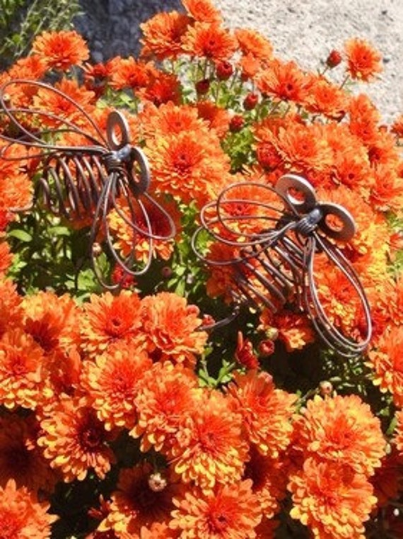 Small Wire Bee by junkfx