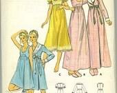 Sweet Alluring sleep set nightgown and robe vintage pattern