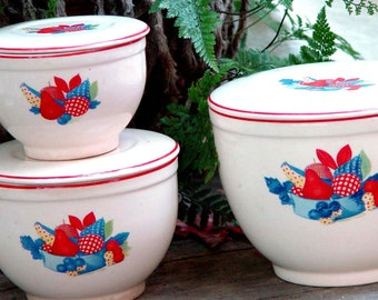 Universal Cambridge China Calico Fruit Refrigerator Dishes Nesting Set Covered Bowls 1940s Vintage Kitchen Organizers