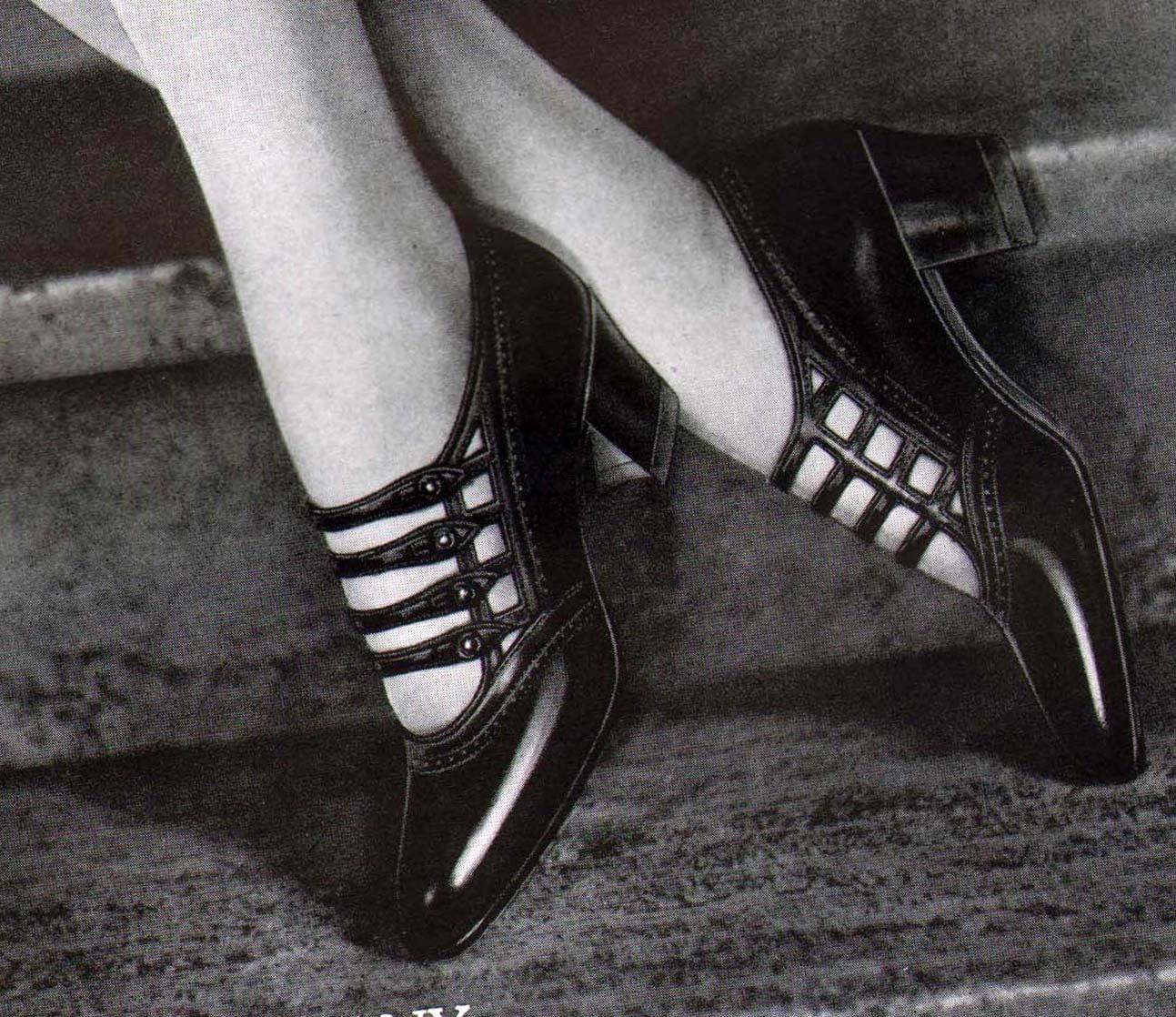 Ritz Shoe Fashions Flapper Girls Roaring Twenties Vintage Art