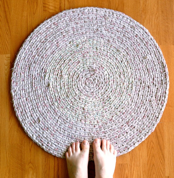 Crochet Area Rug - Beige with Red Hints