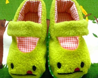 Baby MaryJanes Booties - Cheeky Monster (Green Fleece)