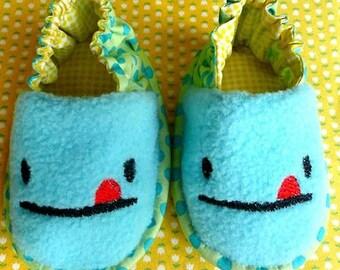 Baby Booties - Cheeky Monster (Mint Fleece)