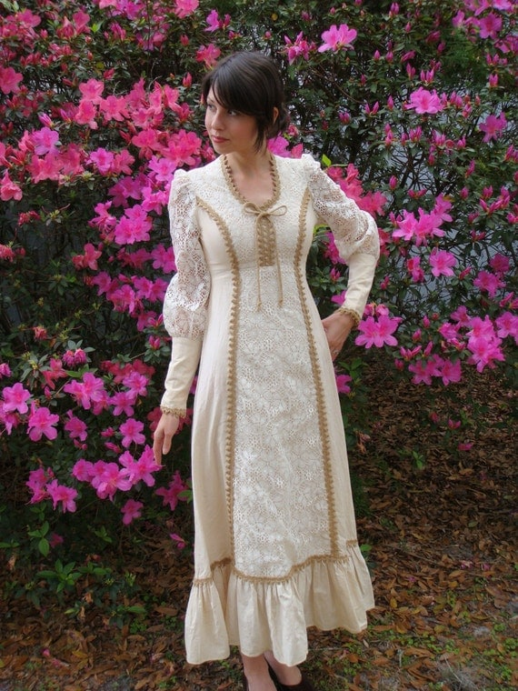 Vintage Cream and Lace Renaissance  Peasant Wedding Dress