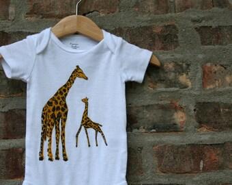giraffe baby clothing, giraffe baby gift, giraffe bodysuit, giraffe shower gift, baby neutral, cute baby gift, free shipping