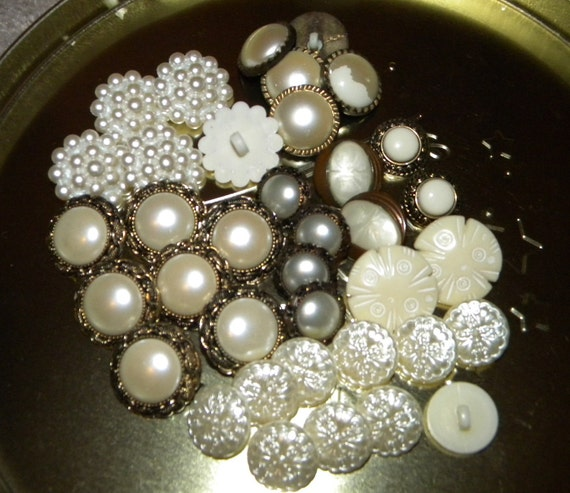 BONUS added Over 90 Victorian Wedding Bridal Vintage Buttons Lot Faux Pearl Retro Mod Plastic Molded