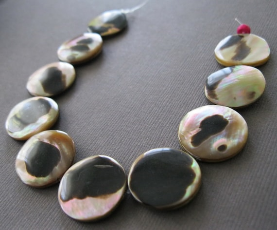Mother of Pearl Cream and Black Iridescent Tiger Shell Disk Beads