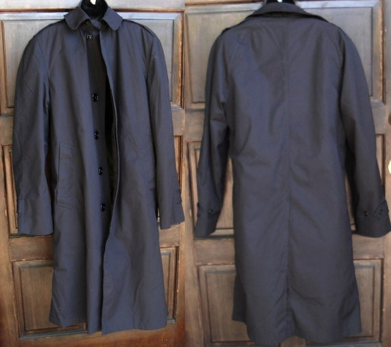 black raincoat 1960s vintage military issue mens trench coat size Sml 36 reg