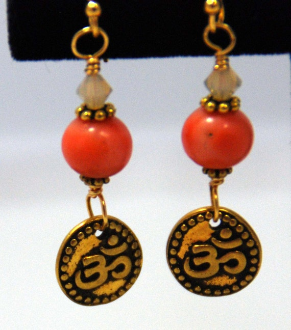 Focus: coral and gold-plated OM earrings