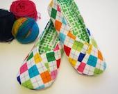 Size 6 Kimono House Shoes Bright Argyle