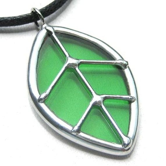 Single leaf - stained glass pendant (626)
