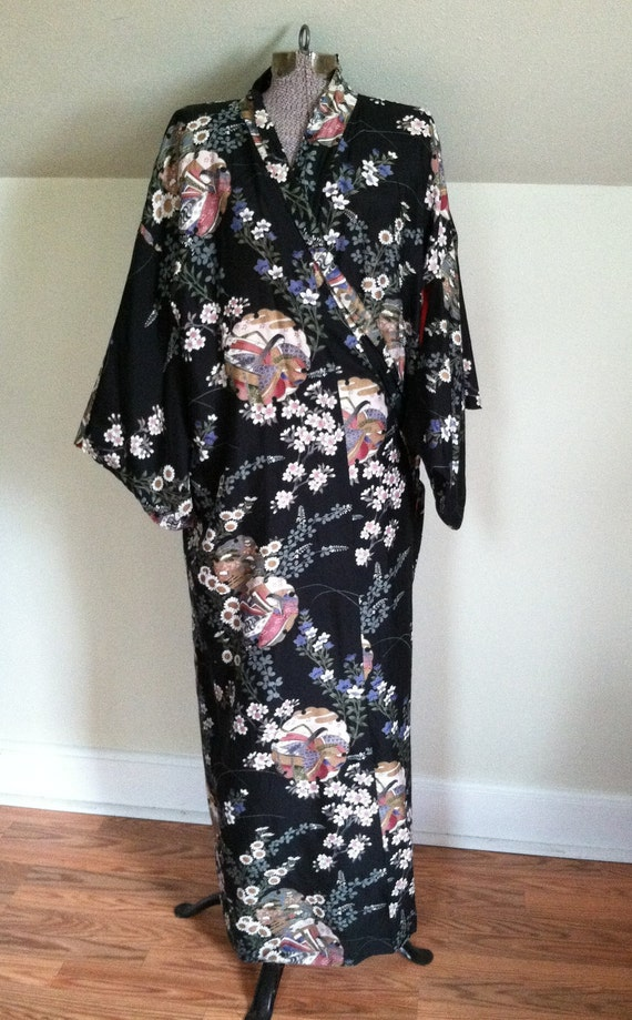 Vintage SILK KIMONO ROBE /  Black and Red / Made in Japan