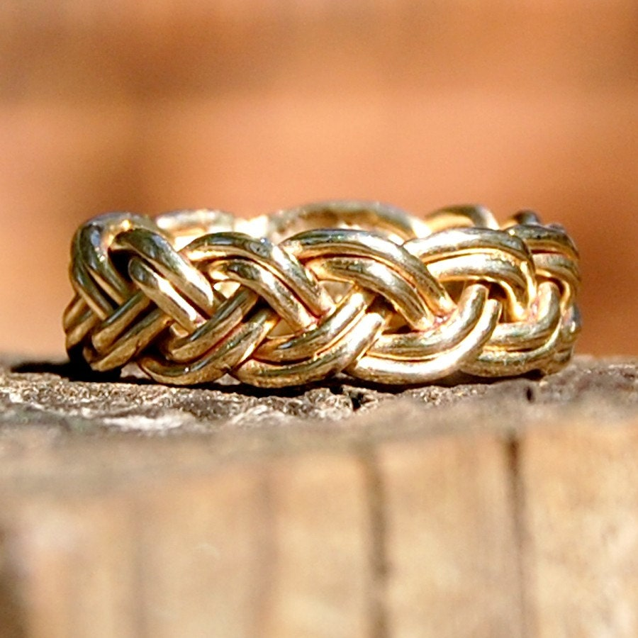 Men's braided bracelets can add a stylish look to everyday outfits. You can make a variety of braided bracelets by using different number of strings or by adding beads to the bracelet. Follow the below mentioned steps to make braided bracelets. 1) Tie three different colors of strings together.