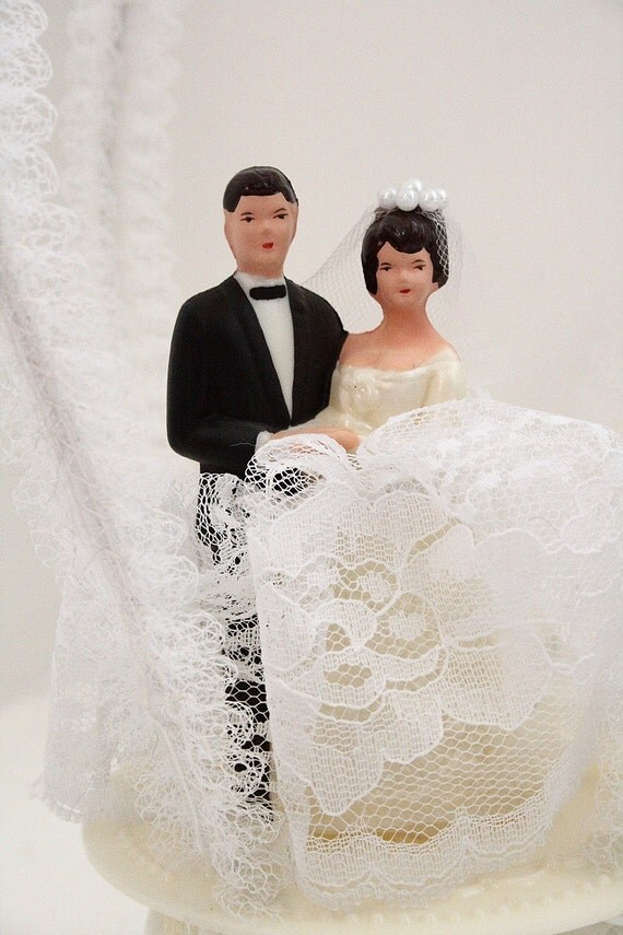 brunette wedding cake toppers vintage 60s wedding cake topper with bell and 12201