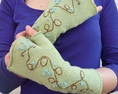 Embroidered handwarmers with thumbs