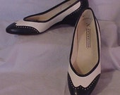 Vintage Womens Blue White Spectator Wing Tip Shoes 7M
