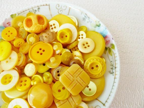 Vintage Button Lot, Bananarama Mix in Sunshine Yellows