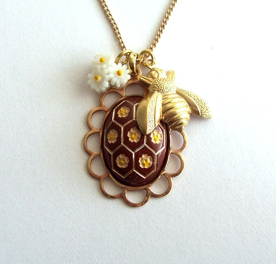 busy as a bee charm necklace