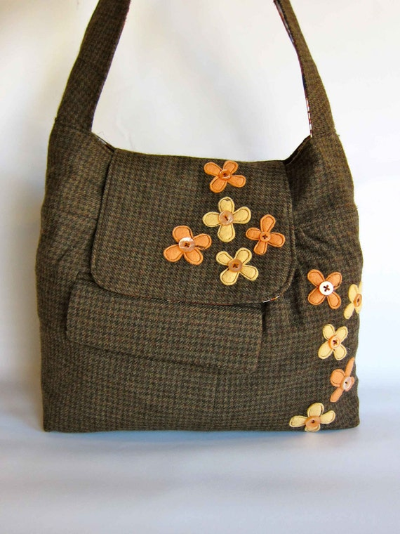 Peachy Daisies Wool Shoulder Bag