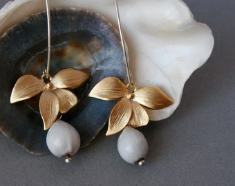 gold flower earrings with natural seeds and fine silver ear wires - clip-on earrings on request - bridal earrings - wedding jewelry