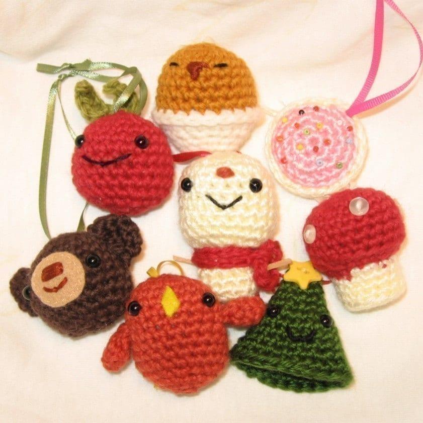 Xmas Tree Ornaments amigurumi crochet pattern by anapaulaoli