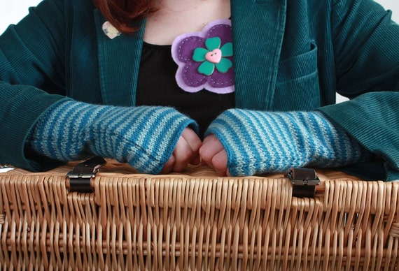 Cashmere and Merino Fingerless Mittens in Duckegg and Kingfisher Blue