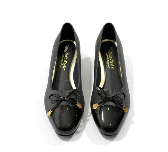 vintage 1980's TINY BOW faux patent leather gold charm shoes