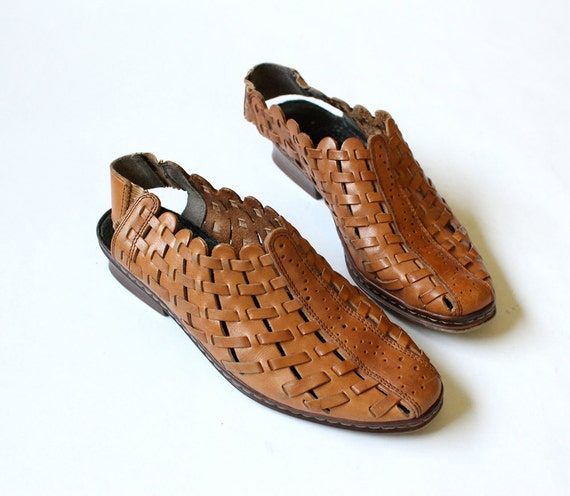 vintage 1970's SCALLOP EDGE woven perforated leather sandals