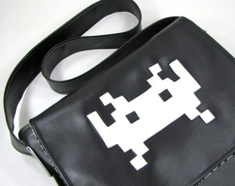 Space Invader Vinyl Messenger