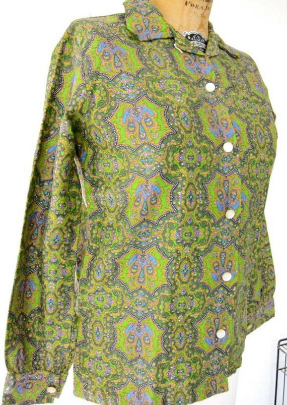 60s Lucky Paisley Shirt Vintage - Mossy Emerald Olive Green - Cotton Blouse - Mad Men - 34