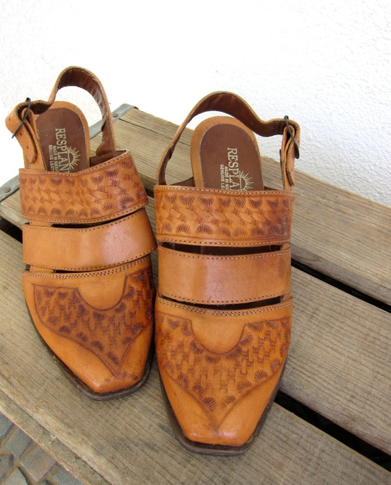 70s Tooled Leather Vintage Shoes - Caramel - Western - Mexican Cowgirl - Genuine Leather - Slingback - Chunky Heel