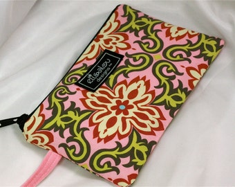 Pink Temple Garland Padded Wristlet