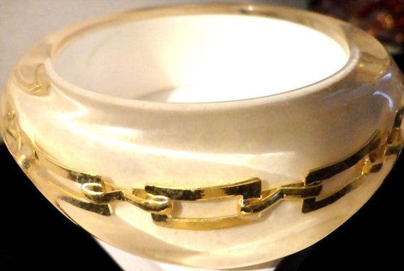 VINTAGE 80s Wide Dome Clear lucite over white Lucite with embedded gold tone chains Bangle bracelet. (Hermes style chain)