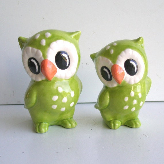 Ceramic Love Owl Figurines Vintage Design in Chartreuse Cake toppers Home Decor Kitsch Curio Cabinet Decor Animal Cake Topper
