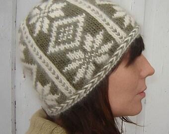 PDF Knitting Pattern - Poinsettia Hat