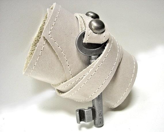 Off-White Leather Steampunk Cuff with Antique Skeleton Key - Master Key Cuff Bracelet - Steampunk Wedding