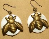 PEARL QUEEN BEE Earrings