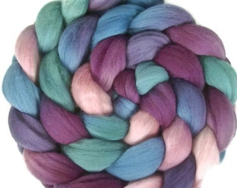 Handpainted Superfine Merino Wool Roving - 4 oz. HAWAII - Spinning Fiber