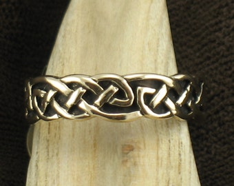 14k Gold, Celtic knot Band, Thin flat knot design. Wedding ring, Size 8