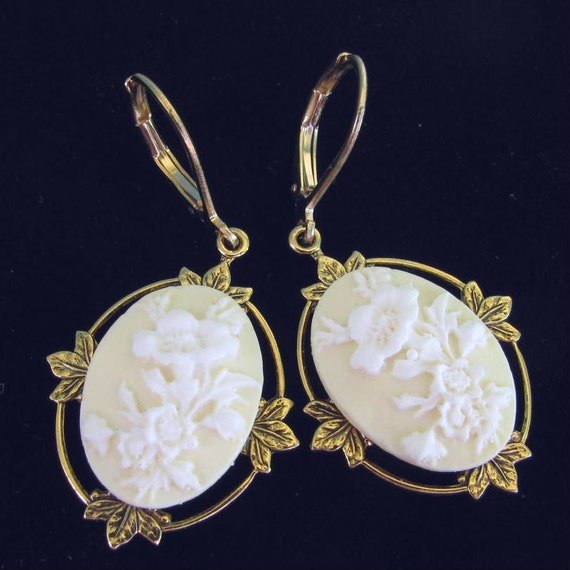 Cameo Earrings Creme and White Floral Leverbacks