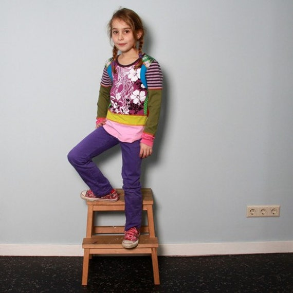 Size 7 yrs up to 9 yrs girls upcycled t-shirt face