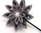 Gray chrysanthemum hair pin- tsumami kanzashi