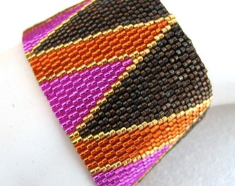 Bright Opposing Triangles Peyote Cuff (2450) - A Sand Fibers Creation