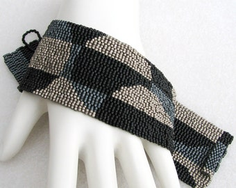 Monochrome Pop Art Peyote Cuff / Peyote Bracelet (2236) - A Sand Fibers Creation