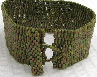 Olive Peyote Cuff / Peyote Bracelet (2075)
