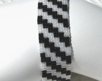 Black and White Bracelet (1084)