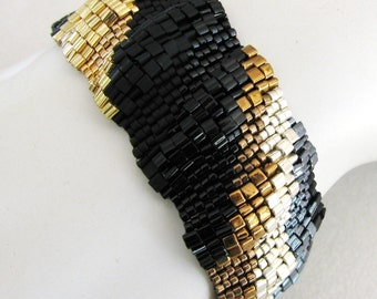 Narrow Corrugated Bands of Black and Metals Peyote Cuff (2533)