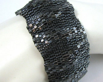 Large Gothic Ripples Peyote Cuff (2578)